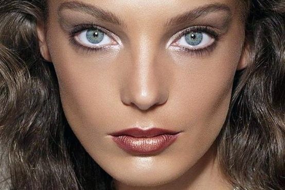 White Eyeliner To The Rescue! Your Style Journey