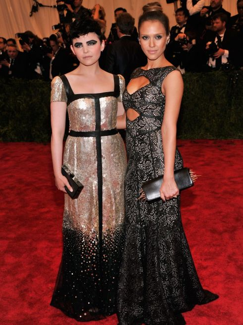 Ginnifer goodwin& Jessica Alba, Tory burch