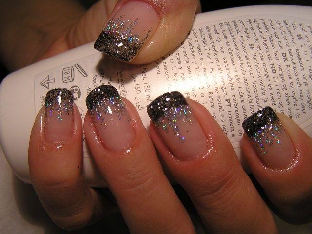 Ногти короткие с блестками